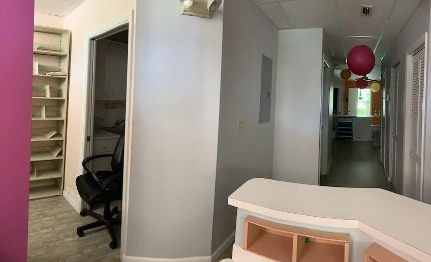 Pembroke, Empty Space 4 Chairs