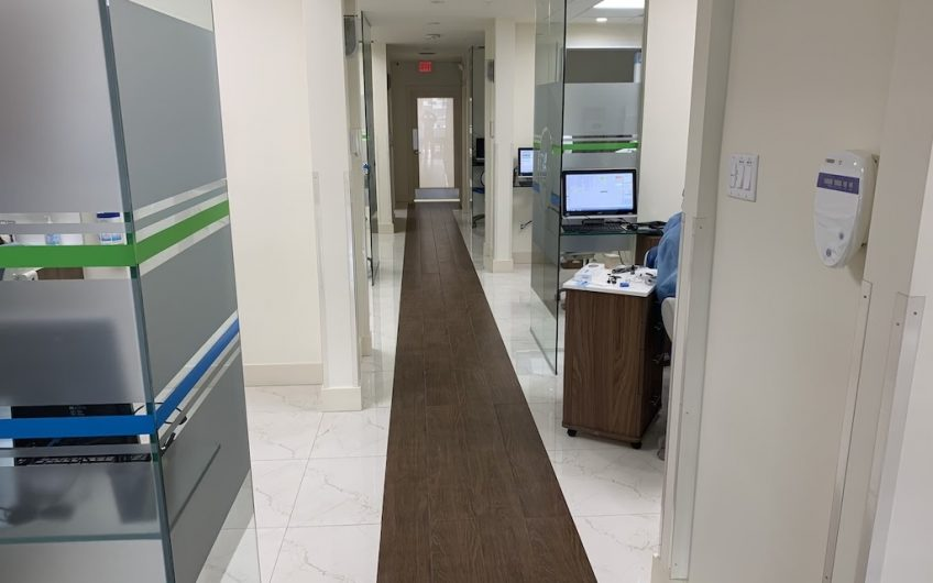 Hialeah 6 Chairs Cutting-edge Office, No Patients Included