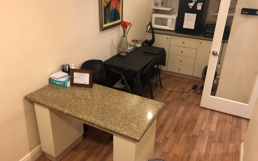 Lake Worth Office 5 OP's 4 Chairs Patients Included
