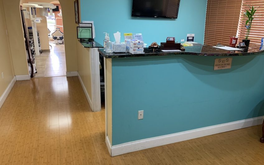 Pembroke Pines 4 Chairs from Relocating Out of State Dentist